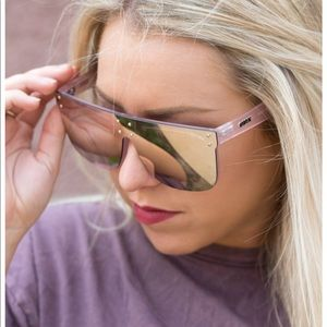 #QUAYxKYLIE HIDDEN HILLS SUNGLASSES